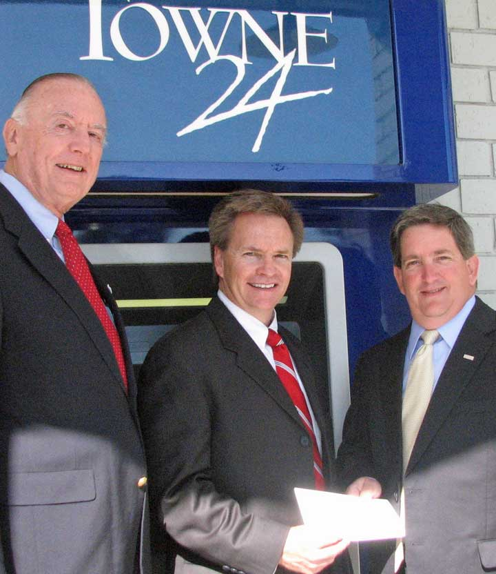 Towne Bank of Currituck Makes Donation to Outer Banks Forum for the Lively Arts