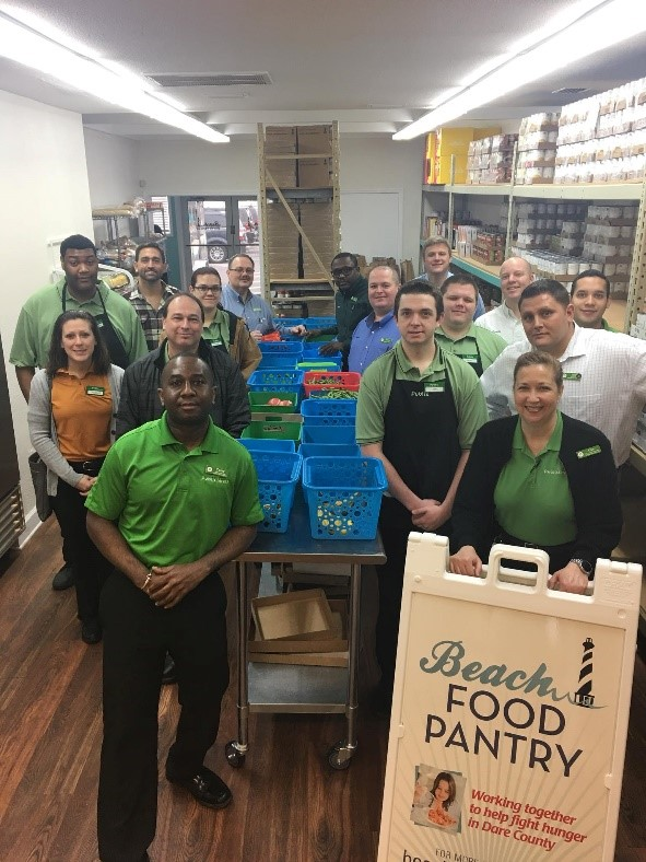 Publix Employees Volunteer At Beach Food Pantry